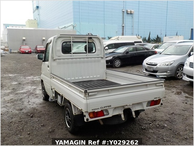 It is a picture of the white nissan clipper truck in 2004,Sub Photo 3 Stock No.Y029262