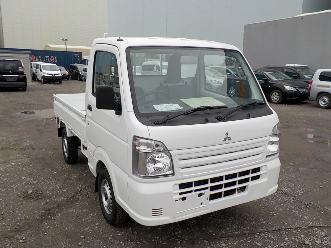 It is a picture of the white mitsubishi minicab truck in 2019,First Photo Stock No.Y029287