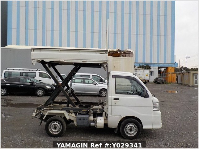 It is a picture of the white daihatsu hijet scissors dump in 2007,Sub Photo 0 Stock No.Y029341