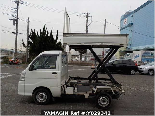 It is a picture of the white daihatsu hijet scissors dump in 2007,Sub Photo 8 Stock No.Y029341