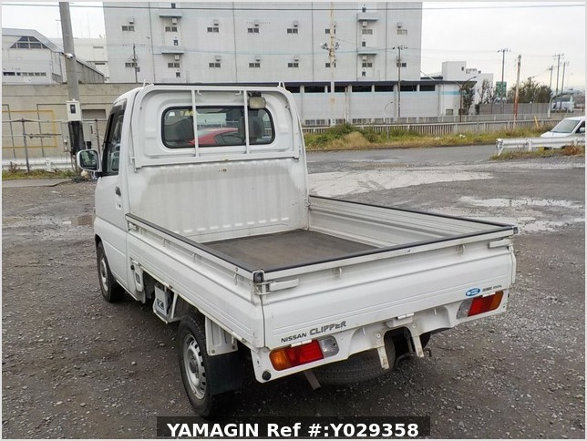 It is a picture of the white nissan clipper truck in 2004,Sub Photo 3 Stock No.Y029358