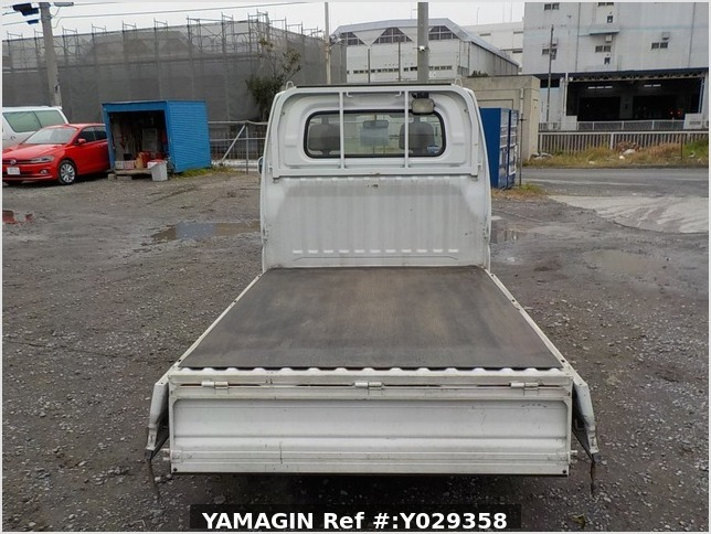 It is a picture of the white nissan clipper truck in 2004,Sub Photo 4 Stock No.Y029358