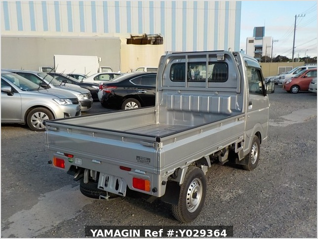 It is a picture of the silver suzuki carry truck in 2018,Sub Photo 2 Stock No.Y029364