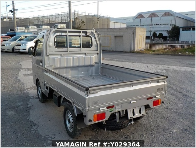 It is a picture of the silver suzuki carry truck in 2018,Sub Photo 3 Stock No.Y029364