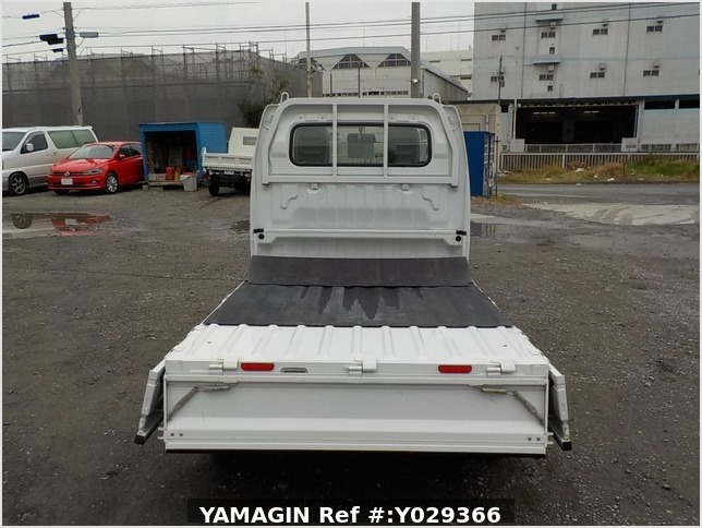 It is a picture of the white suzuki carry truck in 2012,Sub Photo 4 Stock No.Y029366