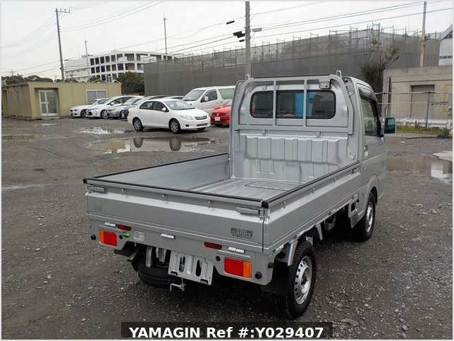 It is a picture of the silver suzuki carry truck in 2018,Sub Photo 3 Stock No.Y029407