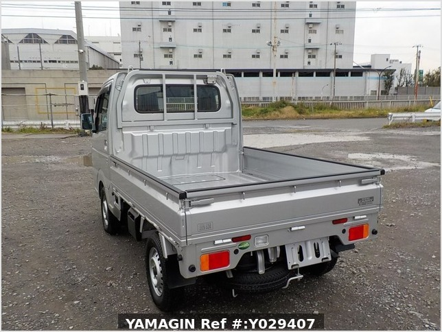 It is a picture of the silver suzuki carry truck in 2018,Sub Photo 2 Stock No.Y029407