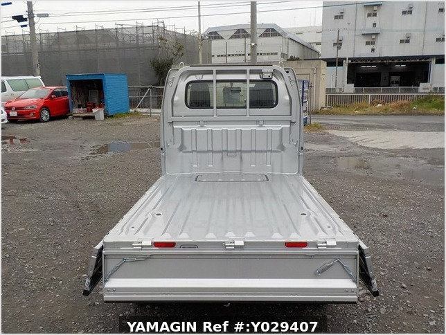 It is a picture of the silver suzuki carry truck in 2018,Sub Photo 4 Stock No.Y029407