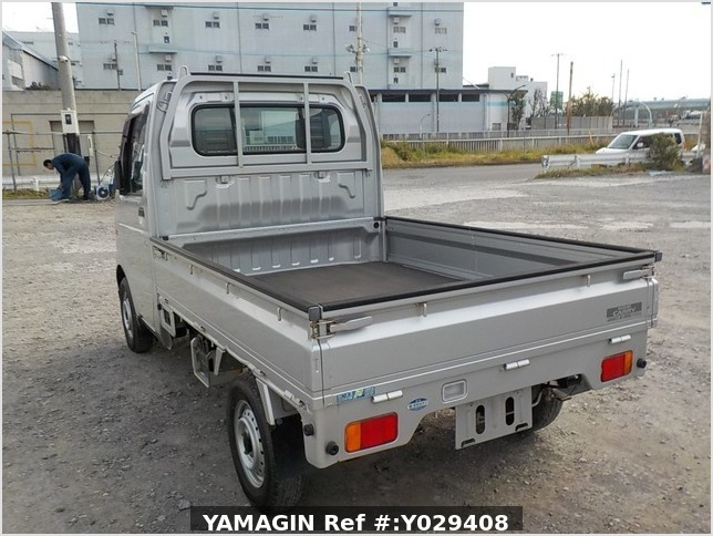It is a picture of the silver suzuki carry truck in 2002,Sub Photo 3 Stock No.Y029408