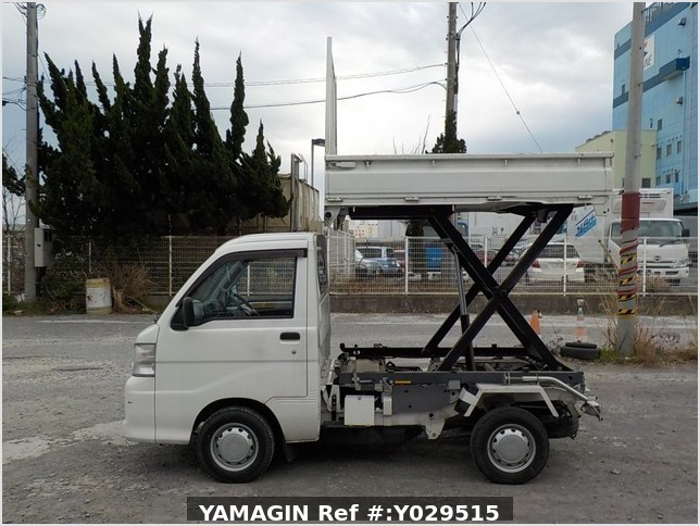 It is a picture of the white daihatsu hijet scissors dump in 2014,Sub Photo 8 Stock No.Y029515