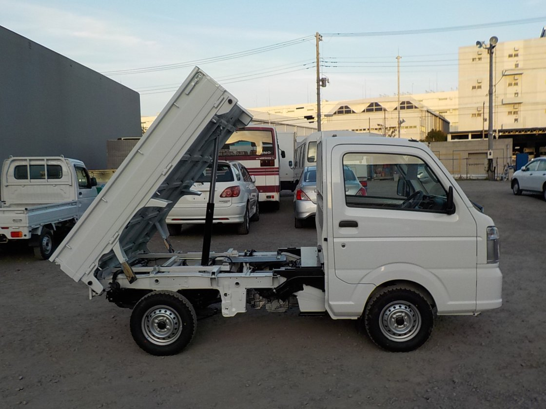 It is a picture of the white suzuki carry dump in 2020,First Photo Stock No.Y029527
