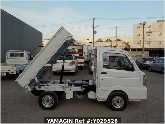 It is a picture of the white suzuki carry dump in 2020,Sub Photo 0 Stock No.Y029528