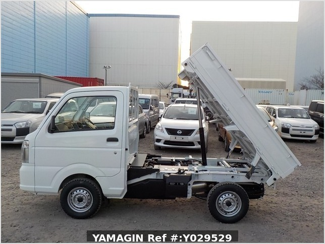 It is a picture of the white suzuki carry dump in 2020,Sub Photo 6 Stock No.Y029529
