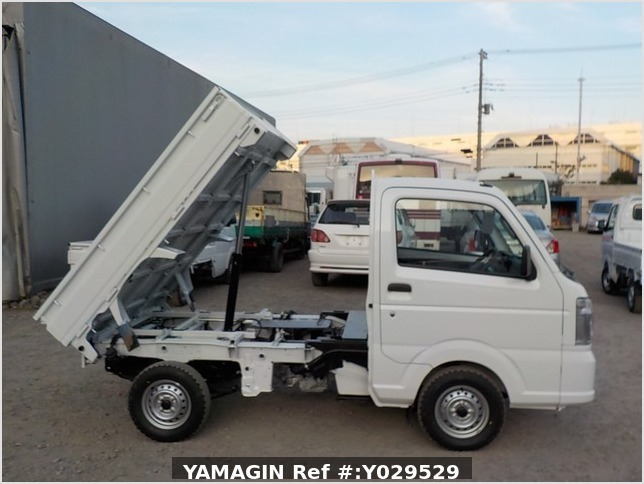 It is a picture of the white suzuki carry dump in 2020,Sub Photo 0 Stock No.Y029529