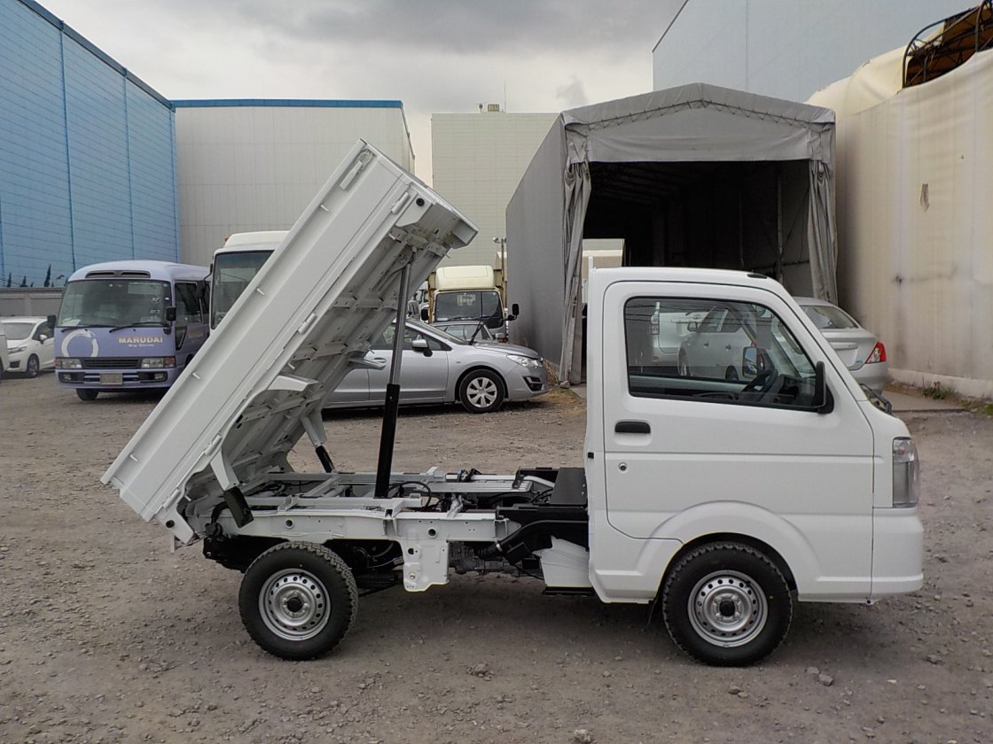 It is a picture of the white suzuki carry dump in 2020,First Photo Stock No.Y029530