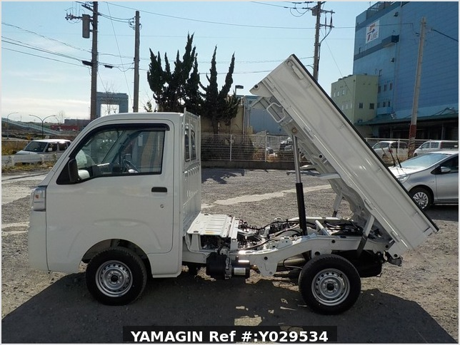 It is a picture of the white daihatsu hijet dump in 2020,Sub Photo 6 Stock No.Y029534