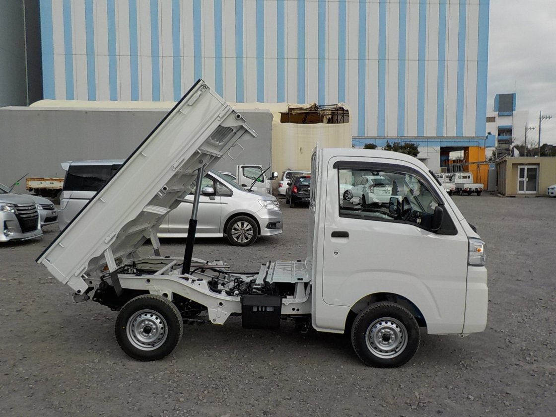 It is a picture of the white daihatsu hijet dump in 2020,First Photo Stock No.Y029535
