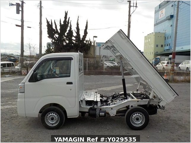 It is a picture of the white daihatsu hijet dump in 2020,Sub Photo 6 Stock No.Y029535