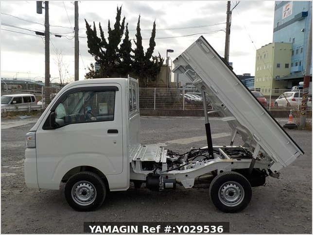 It is a picture of the white daihatsu hijet dump in 2020,Sub Photo 6 Stock No.Y029536