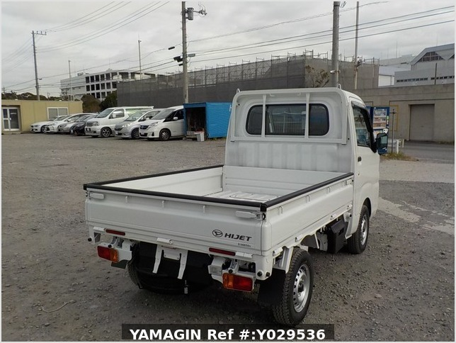 It is a picture of the white daihatsu hijet dump in 2020,Sub Photo 4 Stock No.Y029536