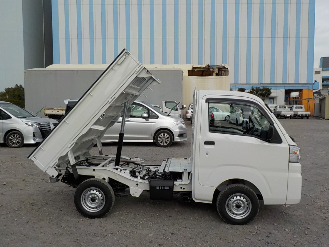 It is a picture of the white daihatsu hijet dump in 2020,First Photo Stock No.Y029536