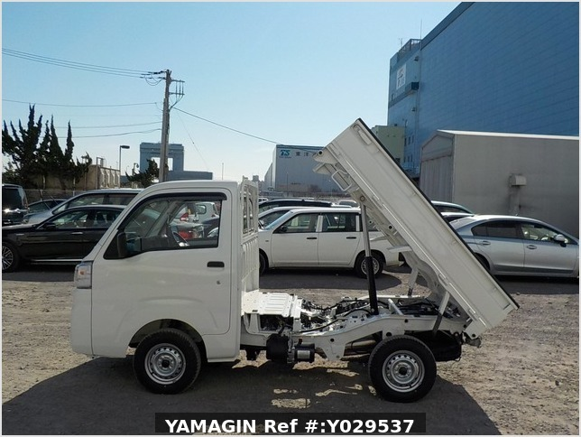 It is a picture of the white daihatsu hijet dump in 2020,Sub Photo 6 Stock No.Y029537