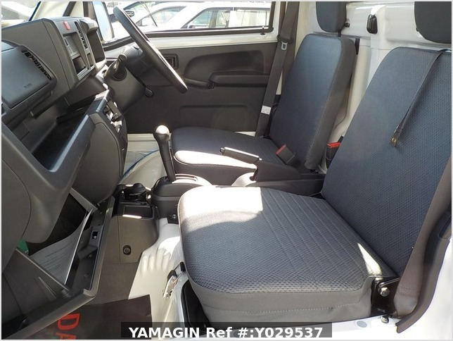 It is a picture of the white daihatsu hijet dump in 2020,Sub Photo 14 Stock No.Y029537
