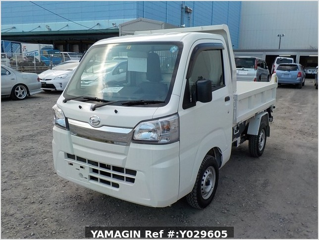 It is a picture of the white daihatsu hijet dump in 2018,Sub Photo 2 Stock No.Y029605