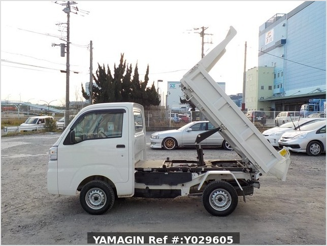 It is a picture of the white daihatsu hijet dump in 2018,Sub Photo 5 Stock No.Y029605