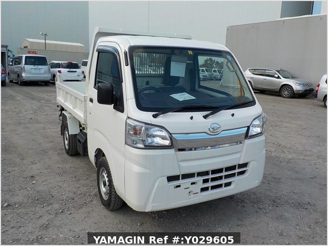 It is a picture of the white daihatsu hijet dump in 2018,Sub Photo 1 Stock No.Y029605