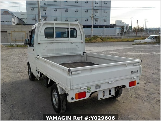 It is a picture of the white suzuki carry truck in 2005,Sub Photo 2 Stock No.Y029606