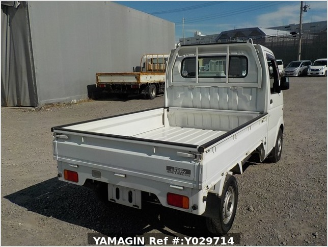 It is a picture of the white suzuki carry truck in 2004,Sub Photo 2 Stock No.Y029714