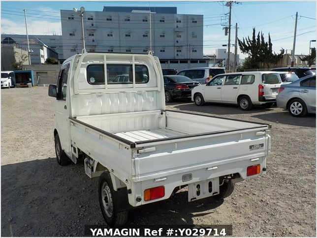 It is a picture of the white suzuki carry truck in 2004,Sub Photo 3 Stock No.Y029714