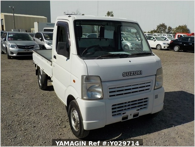It is a picture of the white suzuki carry truck in 2004,Sub Photo 0 Stock No.Y029714