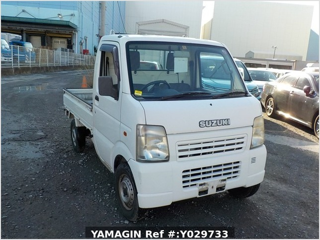 It is a picture of the white suzuki carry truck in 2002,Sub Photo 0 Stock No.Y029733