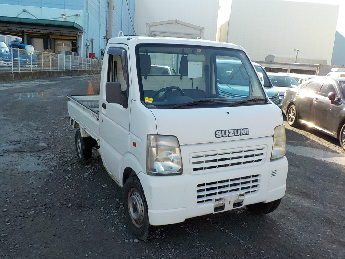 It is a picture of the white suzuki carry truck in 2002,First Photo Stock No.Y029733