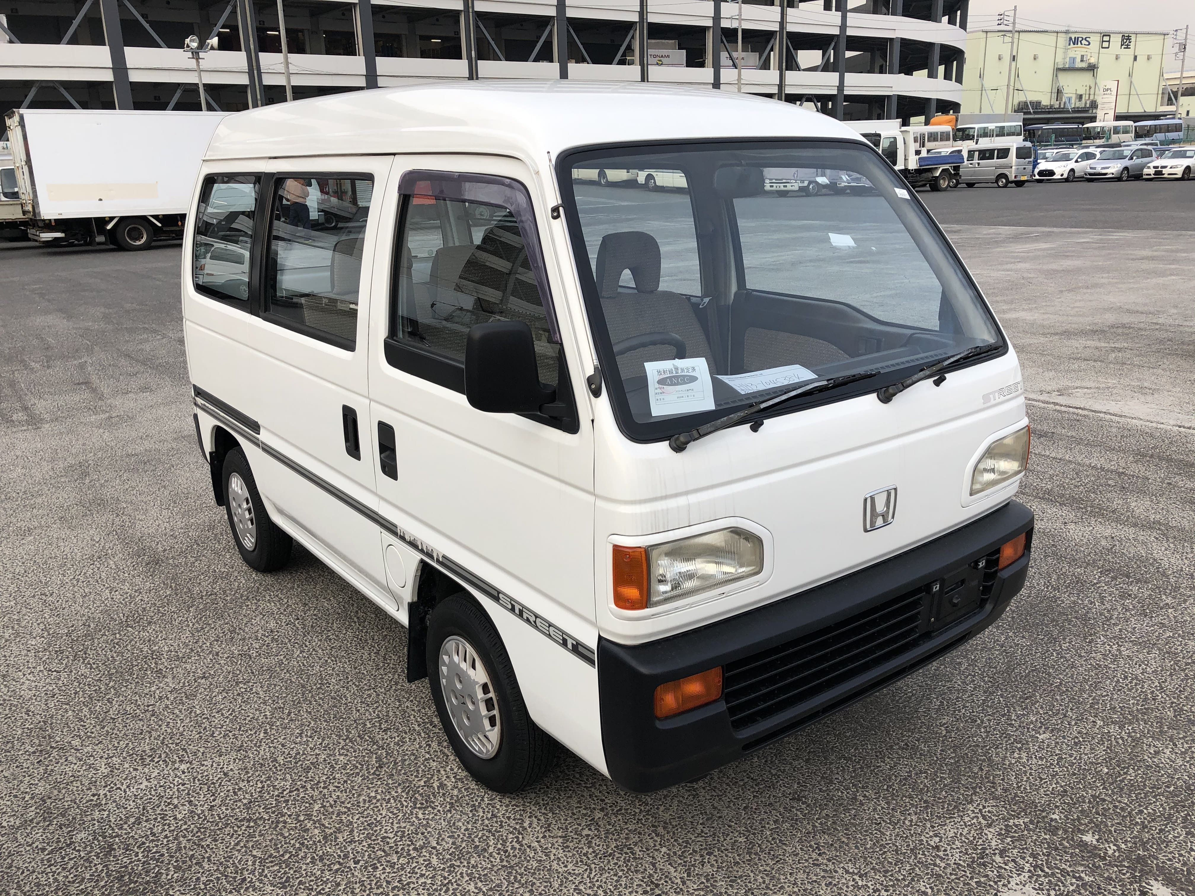 It is a picture of the white honda street passenger van in 1991,First Photo Stock No.Y029945