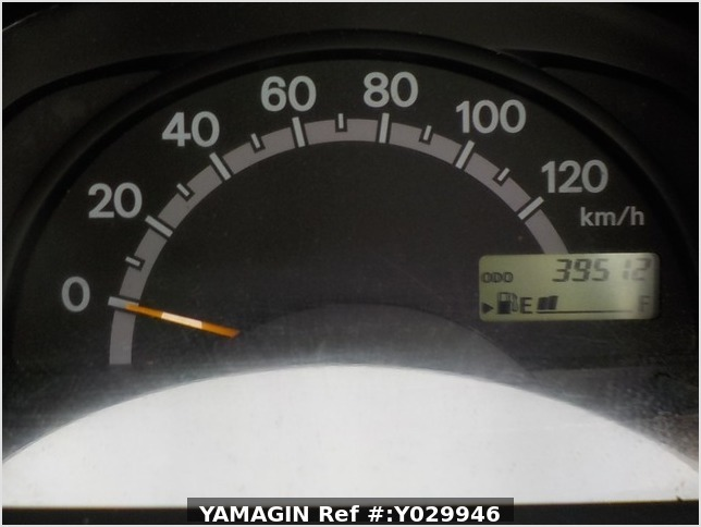 It is a picture of the white suzuki carry truck in 2002,Sub Photo 8 Stock No.Y029946