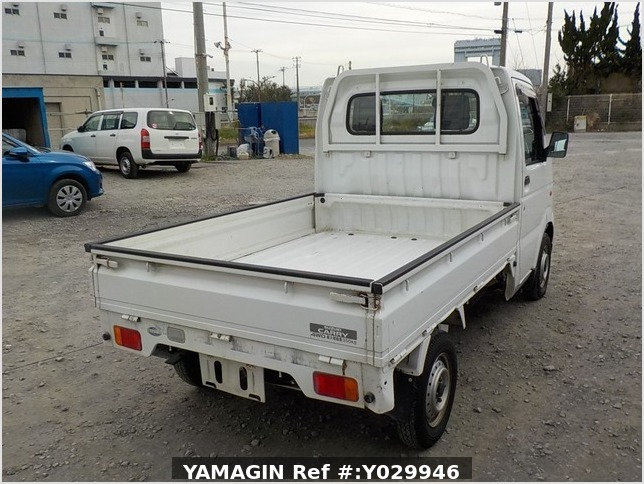 It is a picture of the white suzuki carry truck in 2002,Sub Photo 2 Stock No.Y029946