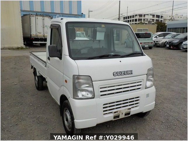 It is a picture of the white suzuki carry truck in 2002,Sub Photo 0 Stock No.Y029946
