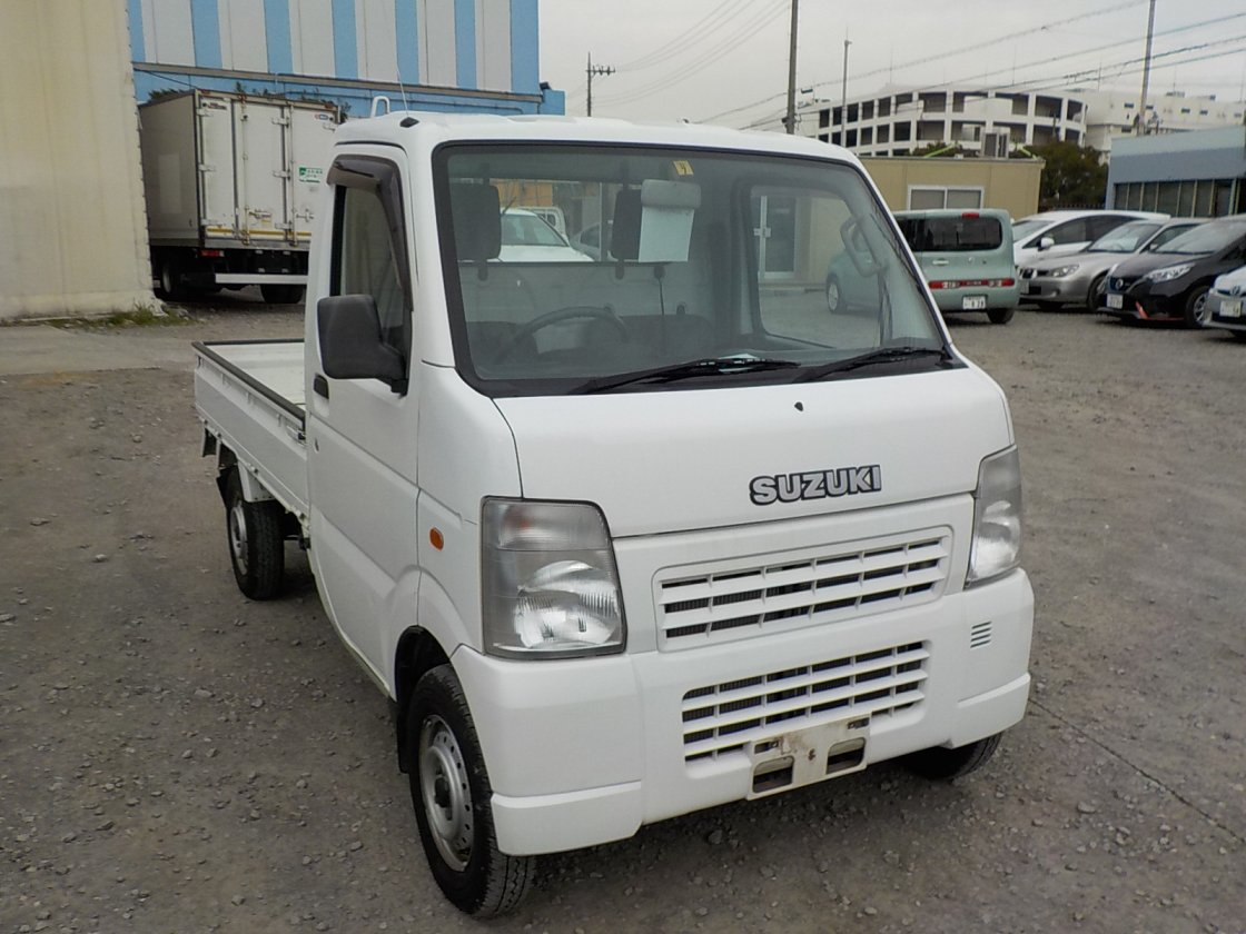 It is a picture of the white suzuki carry truck in 2002,First Photo Stock No.Y029946