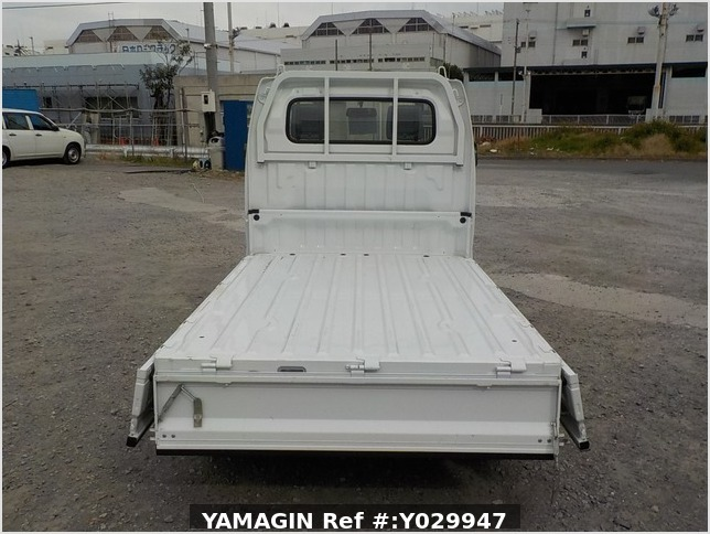 It is a picture of the white suzuki carry truck in 2011,Sub Photo 4 Stock No.Y029947