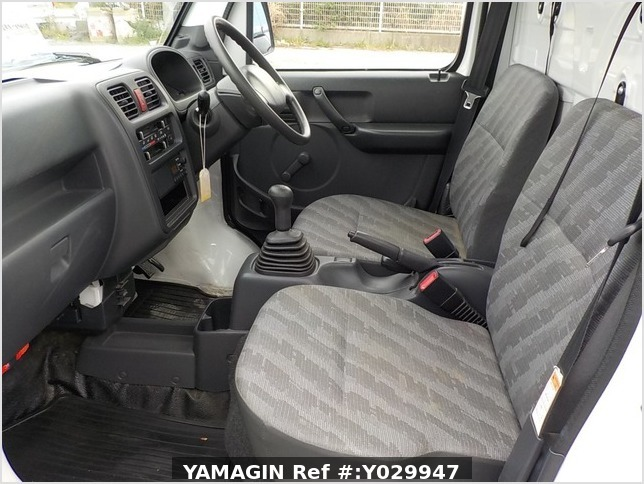 It is a picture of the white suzuki carry truck in 2011,Sub Photo 6 Stock No.Y029947