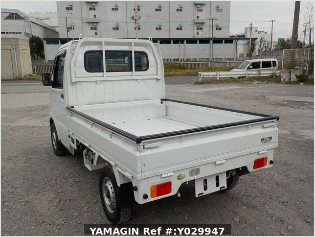 It is a picture of the white suzuki carry truck in 2011,Sub Photo 3 Stock No.Y029947