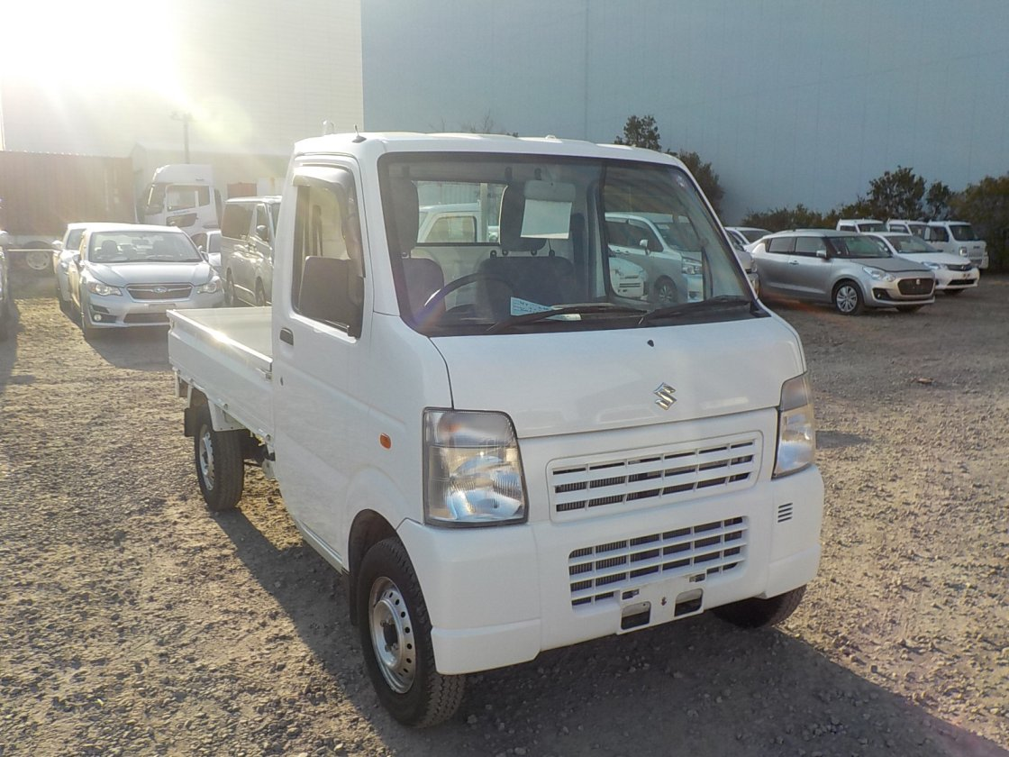 It is a picture of the white suzuki carry truck in 2012,First Photo Stock No.Y029955