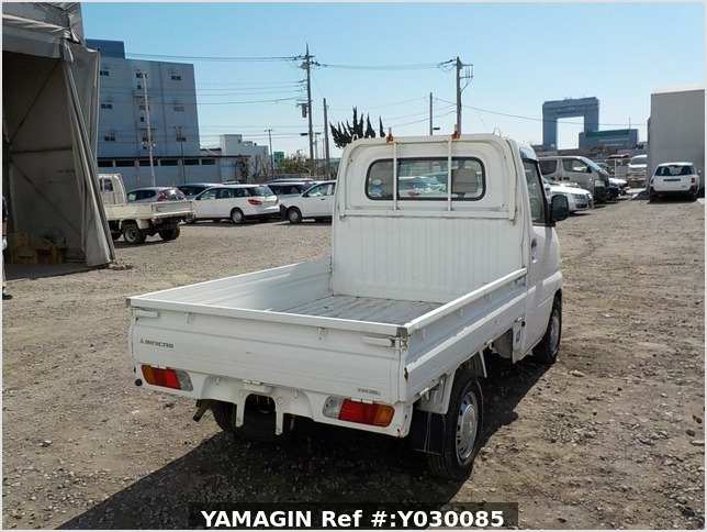 It is a picture of the white mitsubishi minicab truck in 2005,Sub Photo 2 Stock No.Y030085