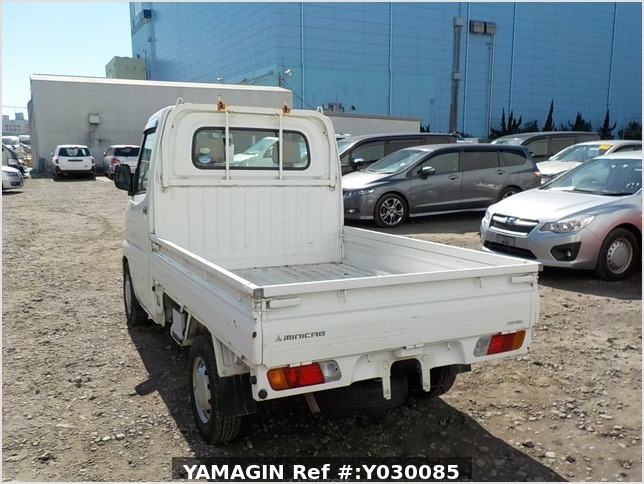 It is a picture of the white mitsubishi minicab truck in 2005,Sub Photo 3 Stock No.Y030085