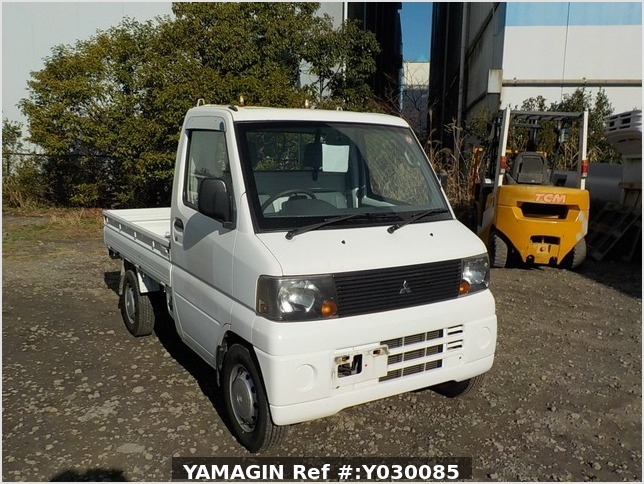 It is a picture of the white mitsubishi minicab truck in 2005,Sub Photo 0 Stock No.Y030085