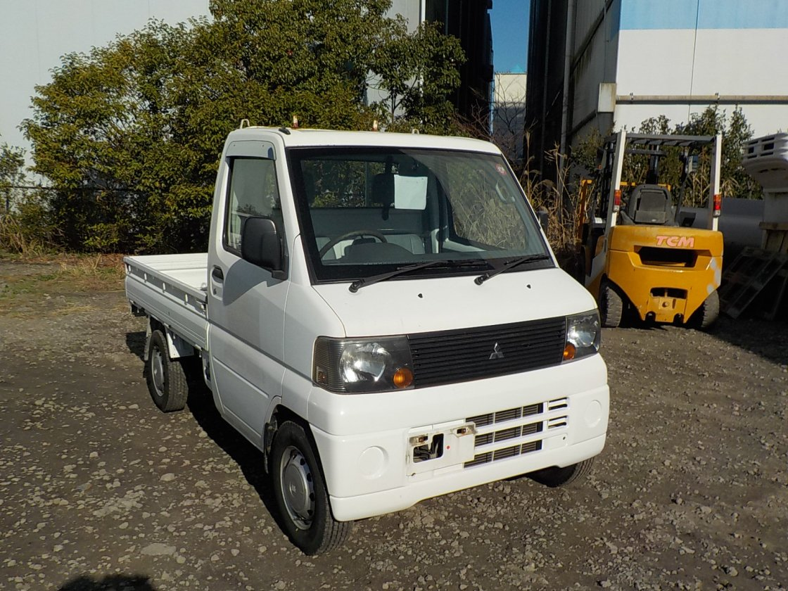 It is a picture of the white mitsubishi minicab truck in 2005,First Photo Stock No.Y030085