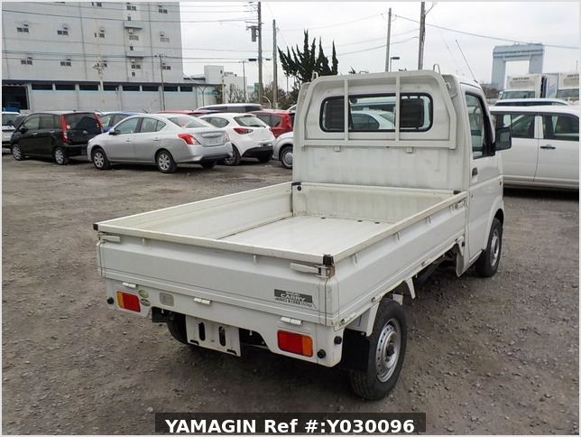 It is a picture of the white suzuki carry truck in 2004,Sub Photo 2 Stock No.Y030096